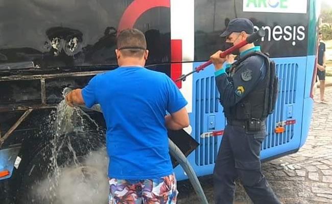 Ônibus pega em fogo em Irauçuba; não houve feridos